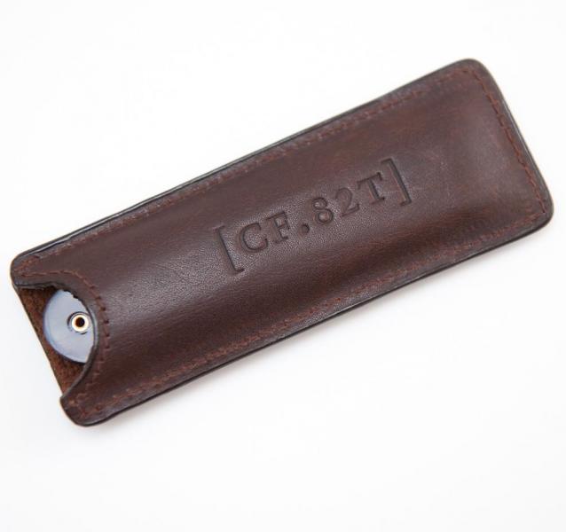 Vreckový hrebeň na fúzy v koženom puzdre Captain Fawcett 2