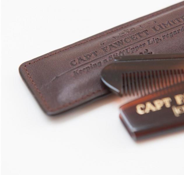 Vreckový hrebeň na fúzy v koženom puzdre Captain Fawcett 1