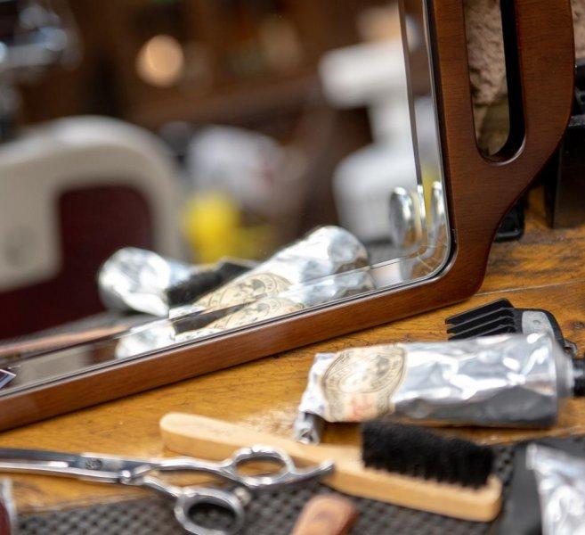 Obojručné drevené zrkadlo pre Barbery 1